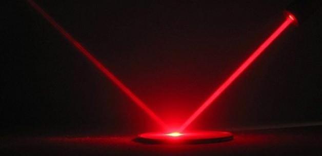 İskoç bilim insanları ışığı yavaşlattı