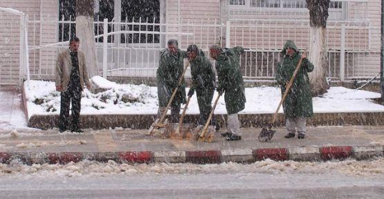 Malatya Büyükşehir Belediyesi Buzları Bakın Nasıl Temizliyor?