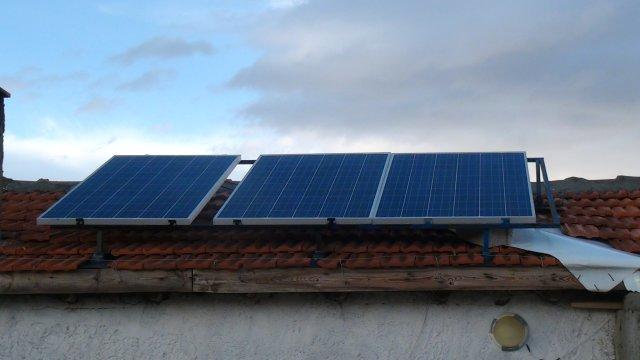 Yayladaki Çiftliğini Güneş Enerjisi ile Aydınlatıyor