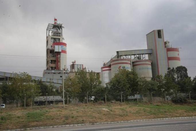 Çimento fabrikası 50 yıldır atıklarını Van Gölü'ne bırakıyor