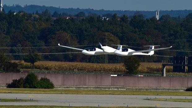 Yakıt hücresi teknolojisiyle çalışan yolcu uçağı ilk uçuşunu gerçekleştirdi