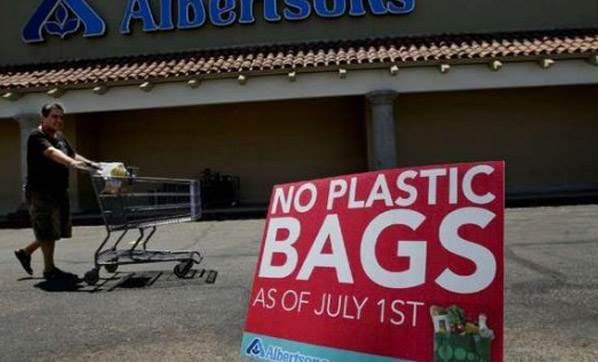 Kaliforniya plastik poşet kullanımı yasağına devam dedi