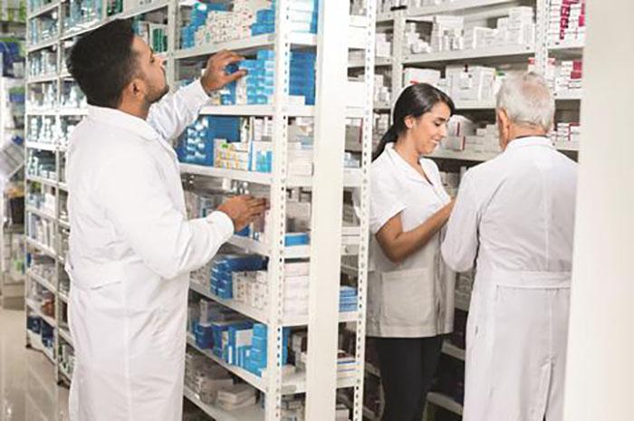 Hintliler, İlaç Endüstrisi Fiyatlarına Karşı Çıkıyor