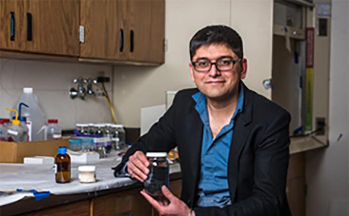Mühendis Patentli : Yüksek Sıcaklıktaki Seramikleri Oluşturmak için Suya Benzeyen Polimerler