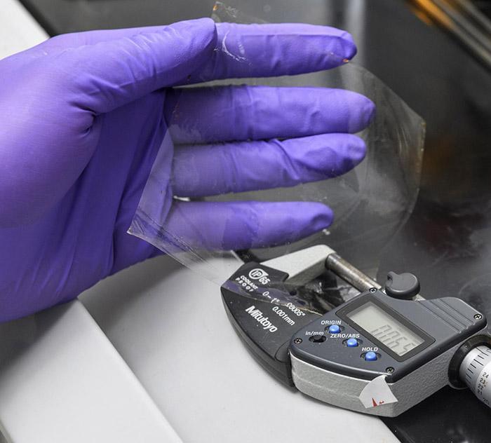 Yakıt Hücresi Uygulamaları İçin Kendi Kendini Yenileyen Membran