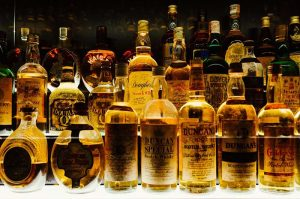 bilim insanlari viskinin su ile birlikte icildiginde tadinin daha guzel oldugunu buldular 300x199 - bilim-insanlari-viskinin-su-ile-birlikte-icildiginde-tadinin-daha-guzel-oldugunu-buldular