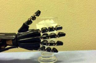 """yapay deri robotik ele dokunma hissi veriyor 310x205 - Yapay """"Deri"""", Robotik Ele Dokunma Hissi Veriyor!"""