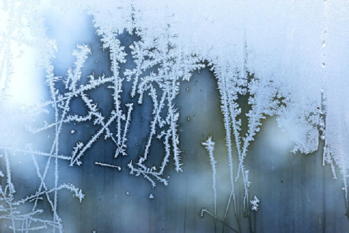 Güzel Buz : Çalışma, Su İtici Yüzeylerin Buzu Çözmeyi Kolaylaştırdığını Buluyor