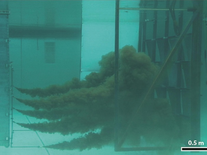 Dökülmüş Petrolü Su Kolonundan Geri Kazandıran Sünger