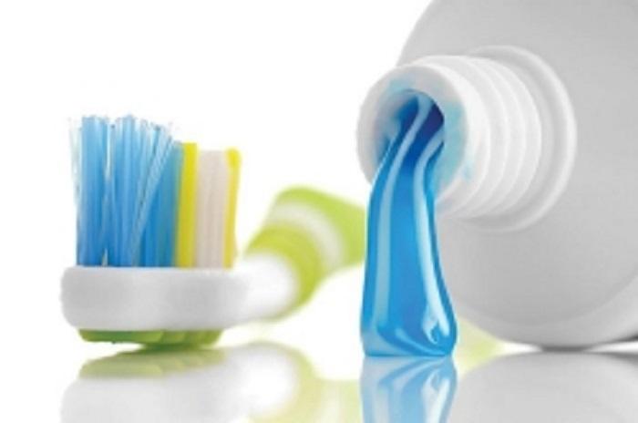 Triklosan İçeren Diş Macunu Bileşikleri Diş Fırçalarında Birikiyor