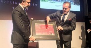 aziz sancar nobel kimya odulu replikasini artuklu universitesine bagisladi 310x165 - Aziz Sancar, Nobel Kimya Ödülü Replikasını Artuklu Üniversitesi'ne Bağışladı