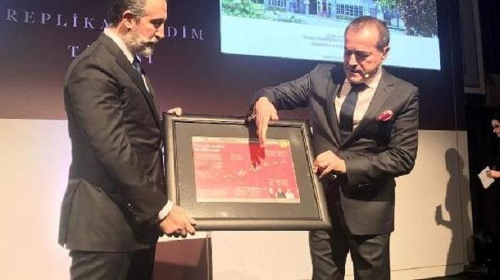 aziz sancar nobel kimya odulu replikasini artuklu universitesine bagisladi - Aziz Sancar, Nobel Kimya Ödülü Replikasını Artuklu Üniversitesi'ne Bağışladı