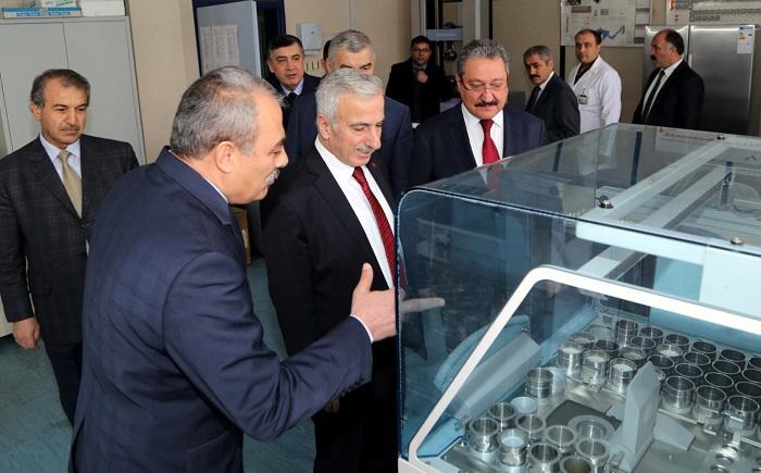 Erciyes Üniversitesi'ne Emisyonlu Taramalı Mikroskop Cihazı Alındı