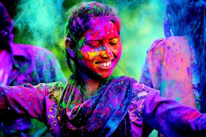 Holi Renkleri Nelerdir ve Onlara Bu Canlı Tonları Veren Şey Nedir?