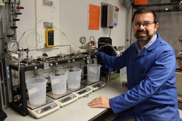 Yeni Nanogözenekli Metal Köpük, Güneş Işığını Kullanarak Suyu Temizliyor