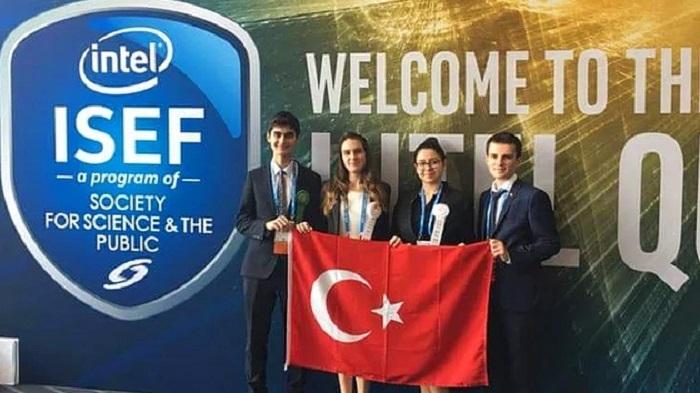 İzmirli İki Lise Öğrencisi, Kanserin Erken Teşhisi için Geliştirdikleri Proje ile Dünya 3.sü Oldular!