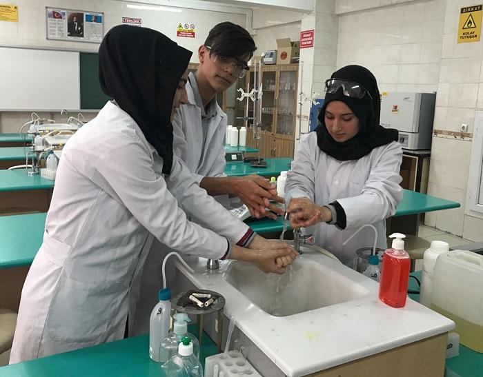 Okulun Temizlik Ürünleri Öğrencilerden