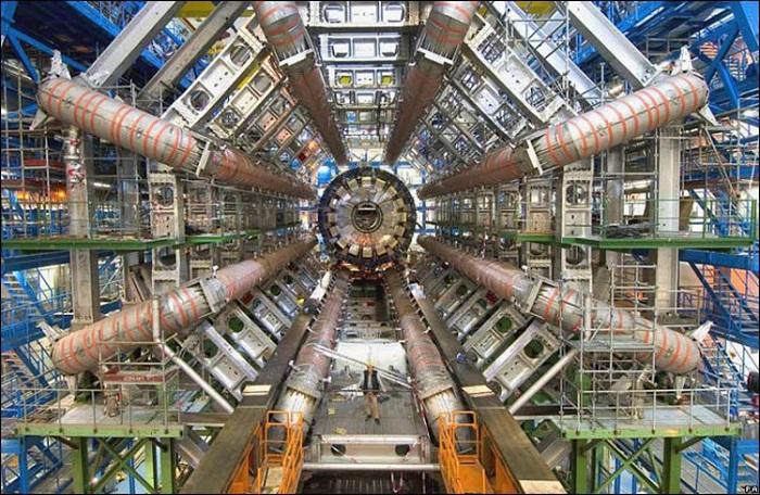 cern arastirmacilari maddeye kutle kazandiran higgs bozonunu ilk kez gozlemledi 1 - CERN Araştırmacıları, Maddeye Kütle Kazandıran 'Higgs Bozonu'nu İlk Kez Gözlemledi