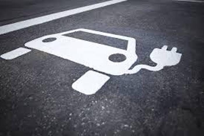 Daha Uzun Mesafeli Sürüş için Florlanmış Elektrolitlerle Güçlendirilmiş Elektrikli Araç Bataryası