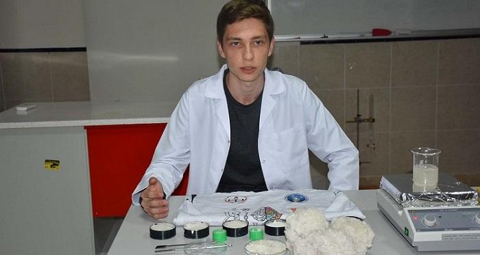 lise ogrencisi hamam bocegi ve bor bilesiminden radyasyon zirhi uretti - Lise Öğrencisi, Hamam Böceği ve Bor Bileşiminden Radyasyon Zırhı Üretti