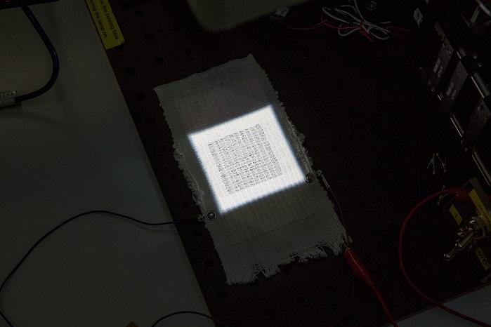 Giysilere Gömülen Güneş Hücreleri Cep Telefonlarını Şarj Edebilir