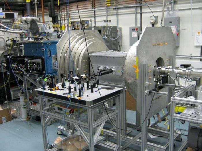 Küçük Bir Elektron, Evren Hakkındaki Hangi Sırları İçinde Barındırabilir?