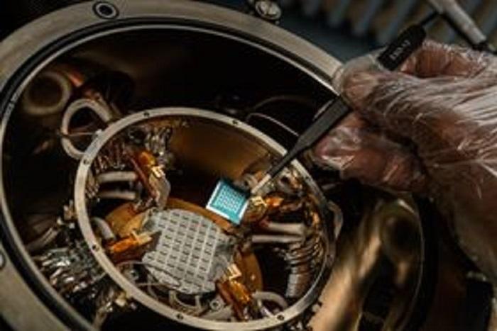 Yeni Keşfedilen Polimer Karışımı Elektronik Aletler Yüksek Sıcaklıklara Dirençli Hale Geliyor