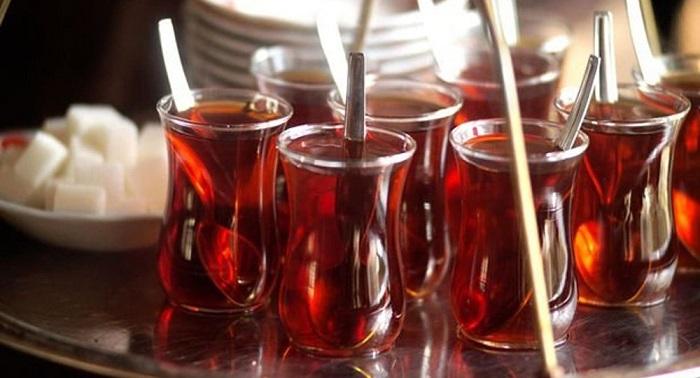 Bilim İnsanları, Çayı Kaynar İçmenin Kanser Riskini Arttırdığını Açıkladı