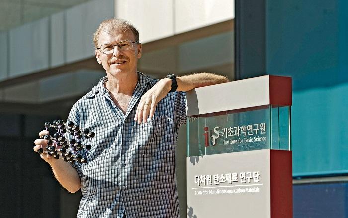 Karbon Kimyacısı Rodney Ruoff Karbondan Yeni Malzemeler Üretmeye Çalışıyor