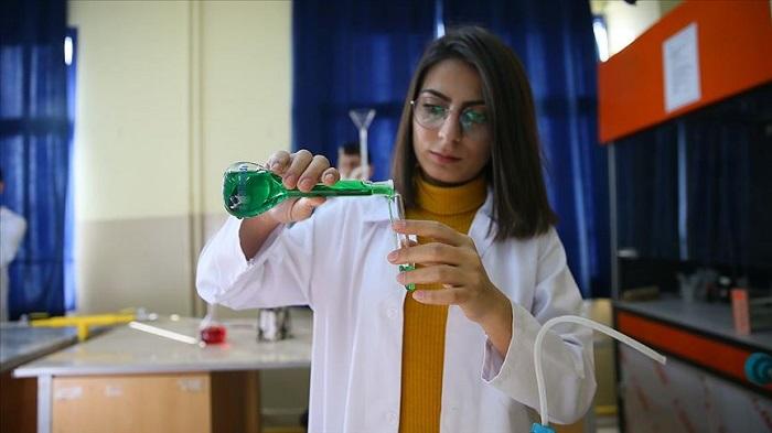 Mopak Mesleki ve Teknik Anadolu Lisesi'nde Üretilen Temizlik ve Kozmetik Ürünleri Yok Satıyor