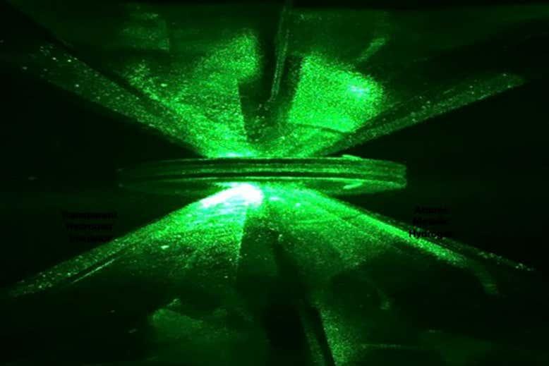 Bilim İnsanları, 80 Yıllık Arayışın Sonunda Metalik Hidrojen Üretmeye Çok Yakın