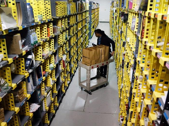 Amazon, Çalışanlarına COVID-19 Testi Yapmak için Kendi Laboratuvarını İnşa Ediyor