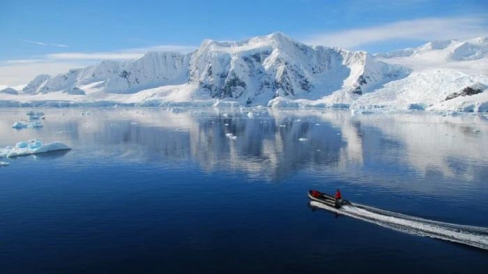 Antarktika Deniz Buzunun İçinde İlk Kez Mikroplastik Atık Keşfedildi