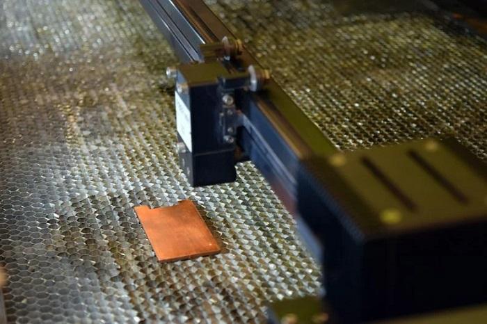Yeni Bir Lazer Tekniği, Metal Yüzeyleri 'Bakteri Katili' Haline Getirecek
