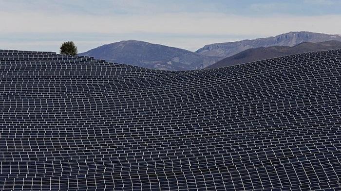 İngiltere, 100.000'e Yakın Ev İçin Elektrik Üretecek Güneş Enerjisi Santralini Hayata Geçiriyor