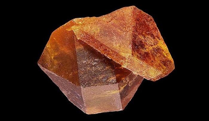 Mineral, Işınımlanma Hasarını Kendi Kendine İyileştirir