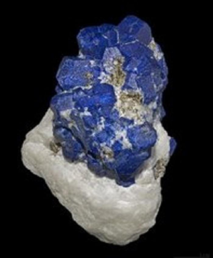 Enerji Tasarruflu Isı Yansıtan Kaplamalarda Kullanılan Pigment : Yeni Hibonit Mavisi