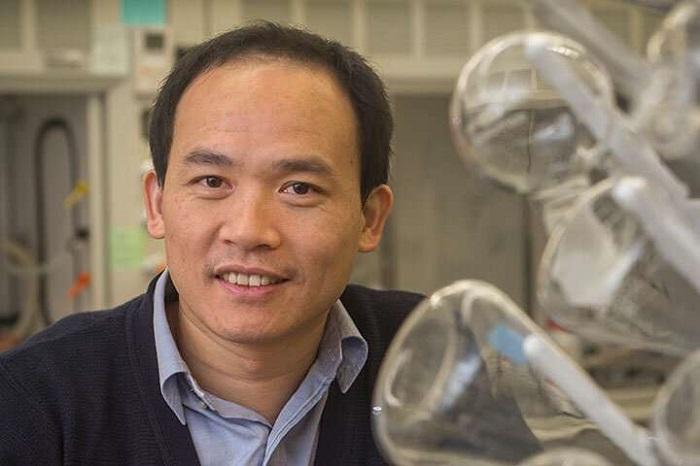 Kimya Profesörü, Daha Yeni ve Daha İyi Güneş Pilleri Yapmak için Eski Malzemeleri Kullandı