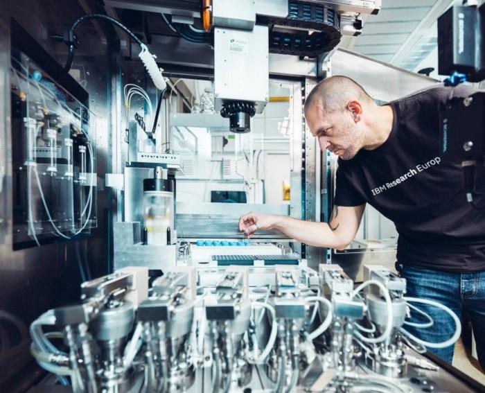 Yapay Zeka ve Robotik Kimyasal Araştırmaları Nasıl Değiştiriyor?