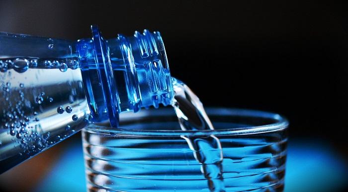 Küçük Boy Şişelerden Orta Boy İçecek Şişelerine Geçiş Plastik Atıkların Azaltılmasına Yardımcı Olabilir