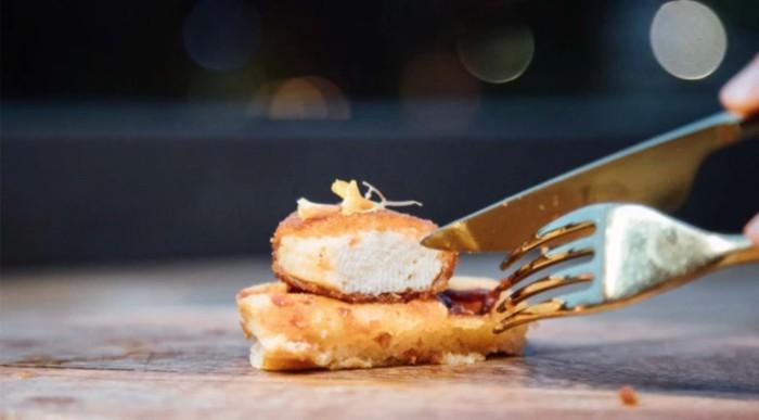 Gece Kulübü Müdavimleri İlk Laboratuvar Yapımı Tavuk Etini Denedi